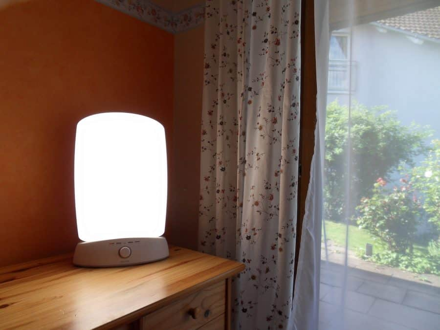 Light_therapy_lamp_and_sunlight