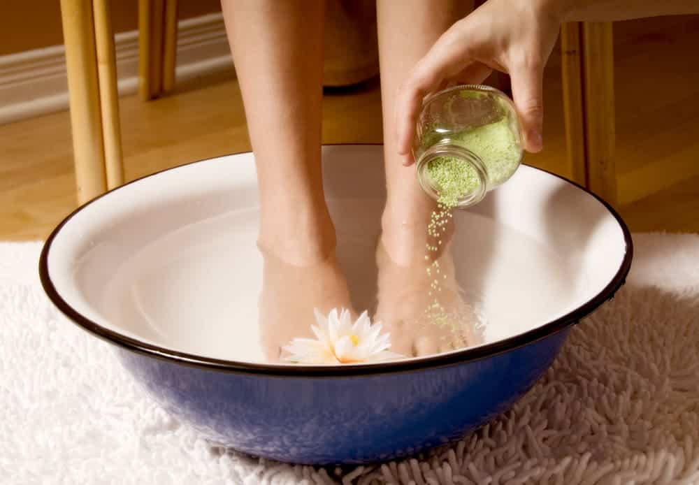 Foot bath: heal your feet and relieve your body |  Happiness ...