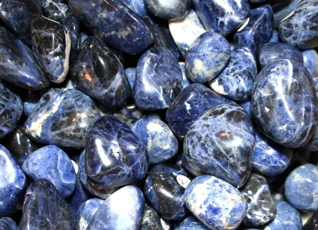 Sodalite-pierre-roulee